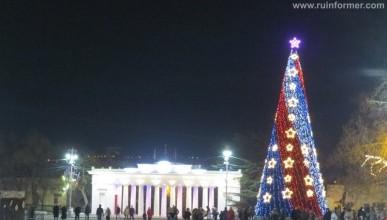 Ночной ИНФОРМЕР: В Севастополе завершена подготовка новогоднего убранства. Маловато будет (фото, видео)