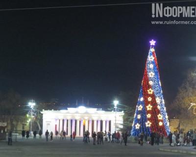 В Севастополе завершена подготовка новогоднего убранства. Маловато будет