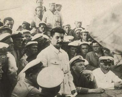 «Верните Сталина!» Концерт на борту сторожевого корабля «Пытливый» (фото, видео)