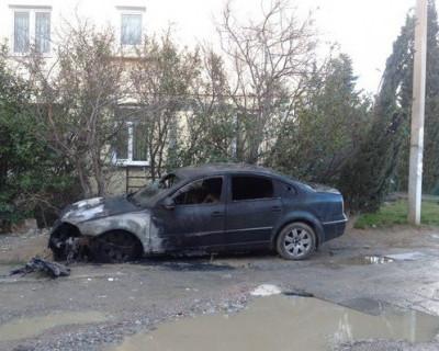 В Ялте за сутки уничтожены огнём четыре автомобиля (фото)