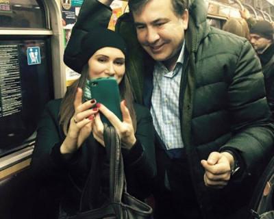 Саакашвили приставал к людям в метро (фото)