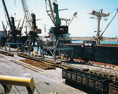 Объём обработки грузов в портах Севастополя снизились в 2 раза