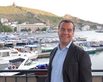 Медведев считает, что для Крыма нужен особенный порядок приватизации жилья