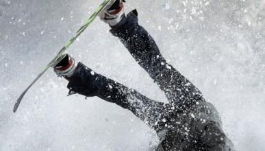 В Крыму на санях и сноубордах с гор падают люди