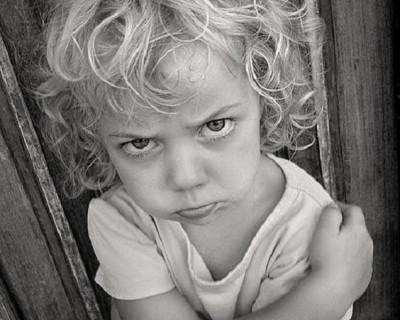 «Когда этому придёт конец?!» Мать жестоко избила ребенка на глазах у прохожих (видео 16+)