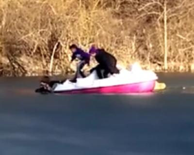 В центре Симферополя девушка выпала из катамарана и ушла под воду (видео)