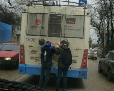Опасные игры севастопольских проказников (фото)
