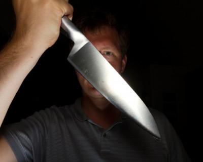 В общежитии Севастополя мужчина с ножом напал на медиков