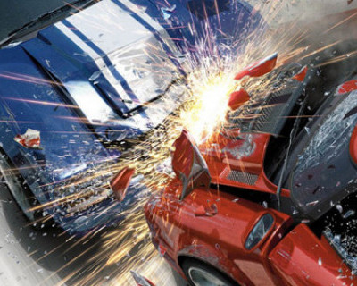 Ночной ИНФОРМЕР: В Севастополе Mercedes превратился в груду металлолома после столкновения со столбом (фото)