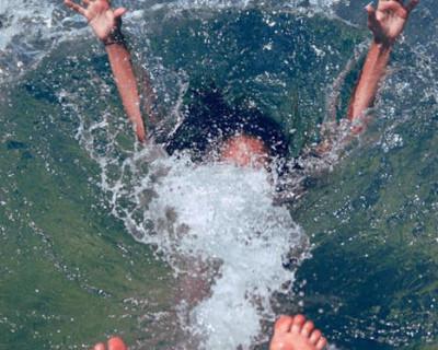 В Севастополе мужчина опьянел от морского воздуха и упал в море