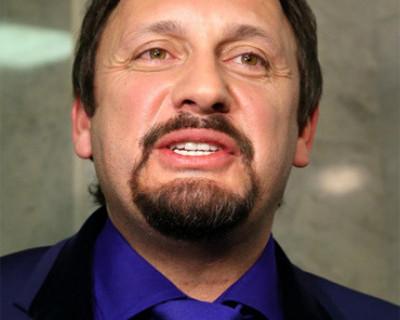 В Кузбассее грабителя опознали по усам и бороде, как у Стаса Михайлова