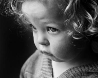 В Симферополе малышка попала указательным пальцем в ловушку
