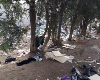 В Севастополе военнослужащие вынуждены жить в мусоре и разрухе (фото)