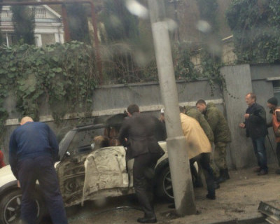 В севастопольском ДТП машина крепко «обняла» водителя (фото, видео)