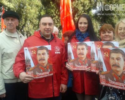 На Севастопольском железнодорожном вокзале коммунисты «встречали» Сталина (фото, видео)