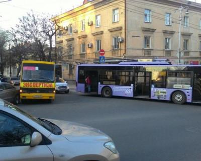 ДТП в Севастополе: Куда устремился троллейбус? (фото, видео)