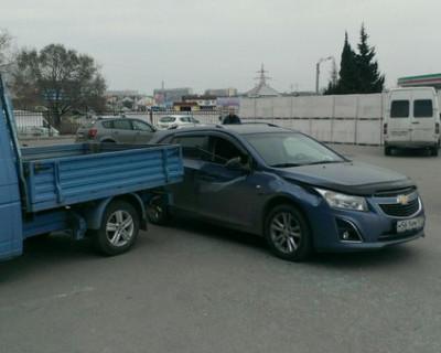 ДТП в Севастополе: вырулил так, что помял автомобиль (фото)