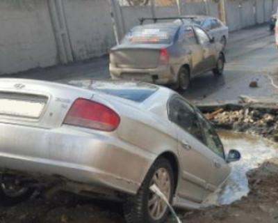 Ямы в Севастополе способны «сожрать» часть автомобиля и не поперхнуться (видео)