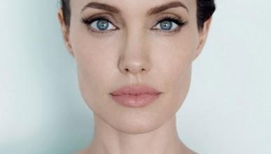 Анджелина Джоли бродит по коридорам больницы в образе смерти (фотофакт)