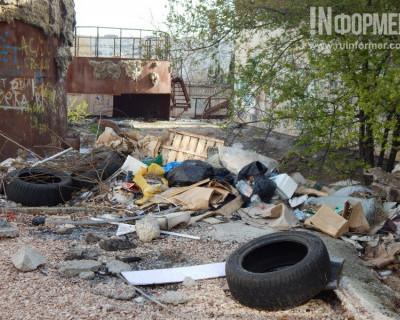 «Севтеплоэнерго» огородилось от севастопольцев и мстит за мусор? (фото, видео, документ)