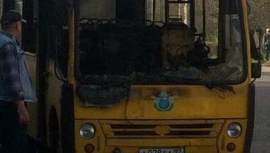 В центре Севастополя дотла сгорел пассажирский автобус (фото)