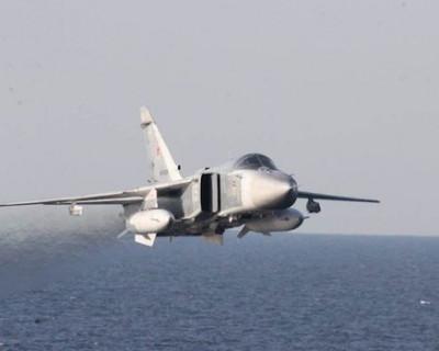 Российские самолёты «троллят» американский эсминец (видео)