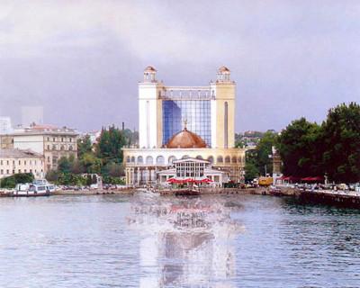 Деградация центра Севастополя: от танцплощадки до исторической пропасти? (фото)