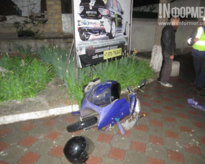 Ночной ИНФОРМЕР: В Севастополе мопедист не справился с управлением и упал (фото)