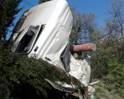 Смертельное ДТП в горах Крыма Водитель фуры погиб (фото)
