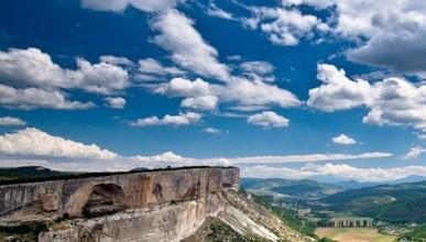 Поспешите увидеть! Грандиозная картина древней горы в Крыму (фото, видео)