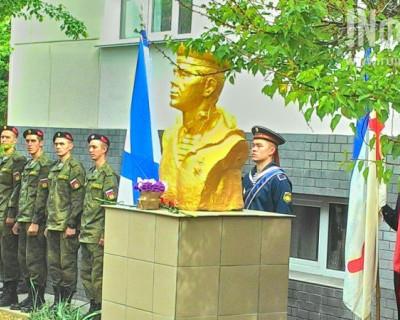 Севастопольские депутаты проигнорировали открытие бюста Героя Советского Союза?! (фото)