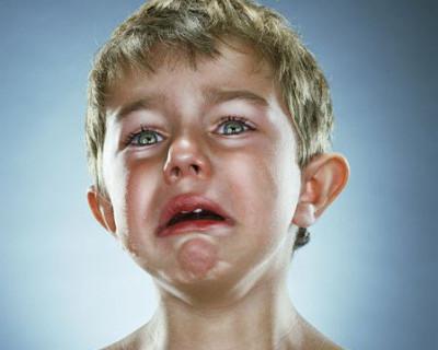 Ребёнок наткнулся глазом на проволоку - так и поиграли в футбол (фото)