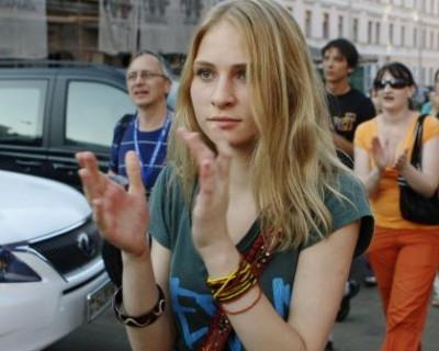 На Украине поддерживают отмену Дня Победы и громко хлопают в ладоши