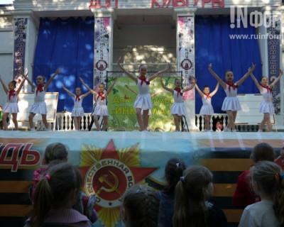 Владелец «Добростроя» подарил севастопольским детям сцену (фоторепортаж)