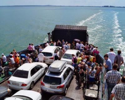 На Керченской переправе ждут счастливчика, ставшего миллионным пассажиром 2016 года