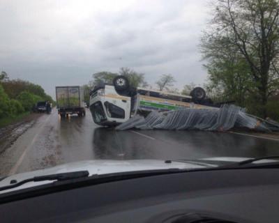 ДТП в Крыму: четыре легковушки и грузовик не разминулись на трассе Феодосия — Керчь (фото, видео)