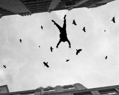 В Севастополе студент спрыгнул с крыши семиэтажного общежития - умер на месте