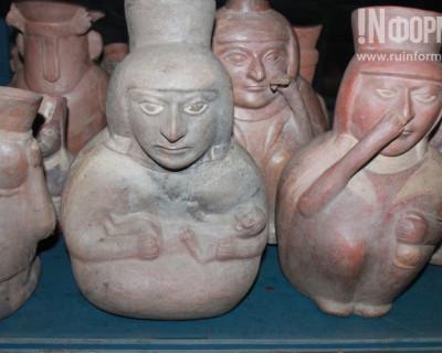 Перуанцы с радостью приняли от севастопольцев Георгиевские ленточки (фото)