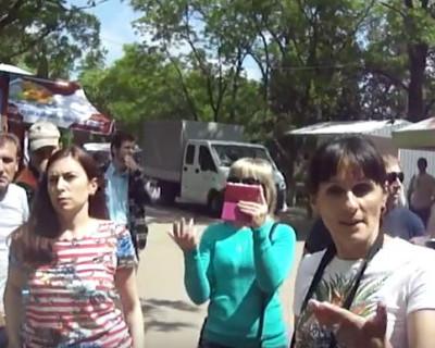 Эвакуатор с якутскими номерами «выгонял» севастопольских предпринимателей с Исторического бульвара