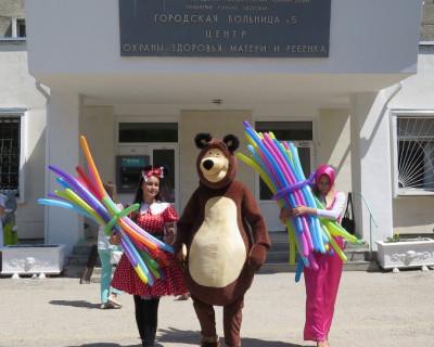 Севастопольские мотоциклисты поздравили пациентов Детской городской больницы №5 (фото)
