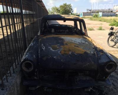 Ночной поджог автомобиля в севастопольском яхт-клубе (фото)