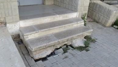 В Бухте Казачьей у жилых домов проседает грунт