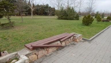 Все ли скамейки в Севастополе располагают к отдыху?