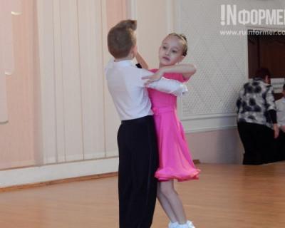 В Севастополе ученики 7-й гимназии отправили женщин в сказку
