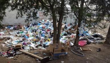 В Севастополе военнослужащие вынуждены жить в мусоре и разрухе