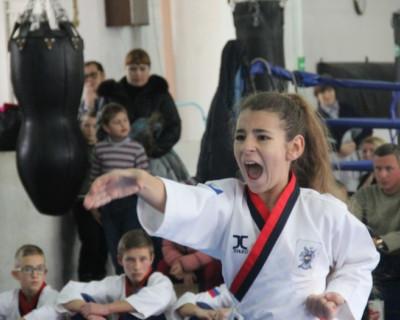 Как севастопольские девчонки пацанов кинули и настучали им