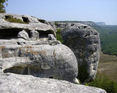 Добровольцы социального проекта намерены «взять под крыло» пещерные города Крыма (фото)