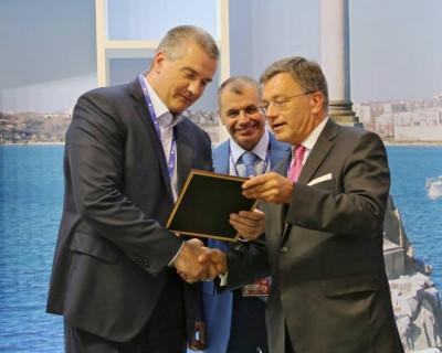 Глава Крыма «блеснул» на экономическом  форуме в Санкт-Петербурге (фото)