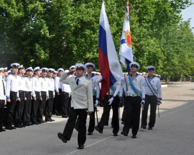На выпуске офицеров в «Нахимке» прозвучало предложение руки и сердца - иностранцы опустились на колено (фото)