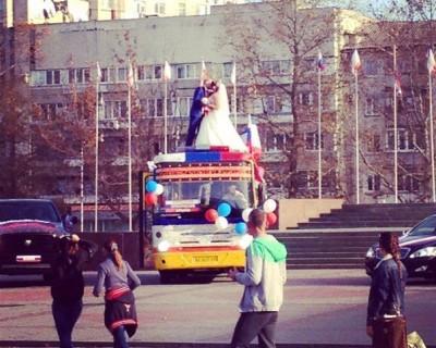 Свадьба на крыше автобуса! (фото)